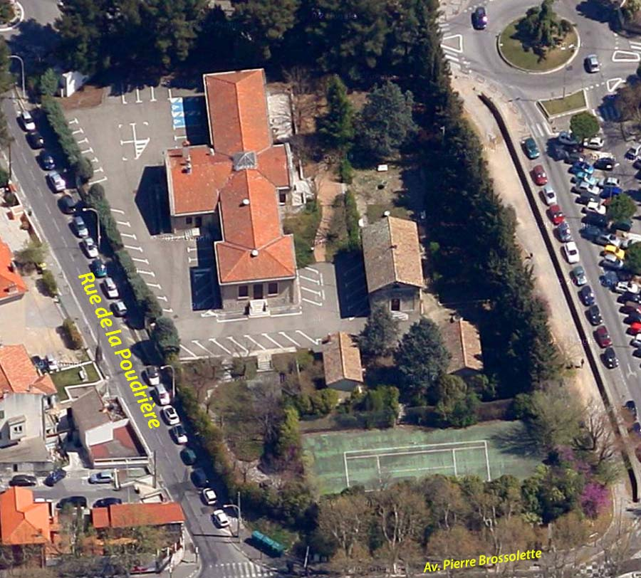 Les lieux au début des années 2000 - Photo : © Google Earth