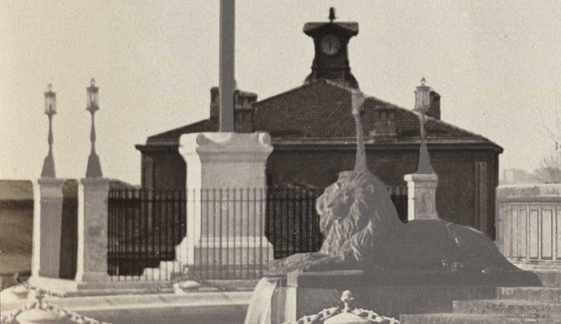 Le bâtiment voyageur de 1856 de la gare - Source photo : voir en fin d'article