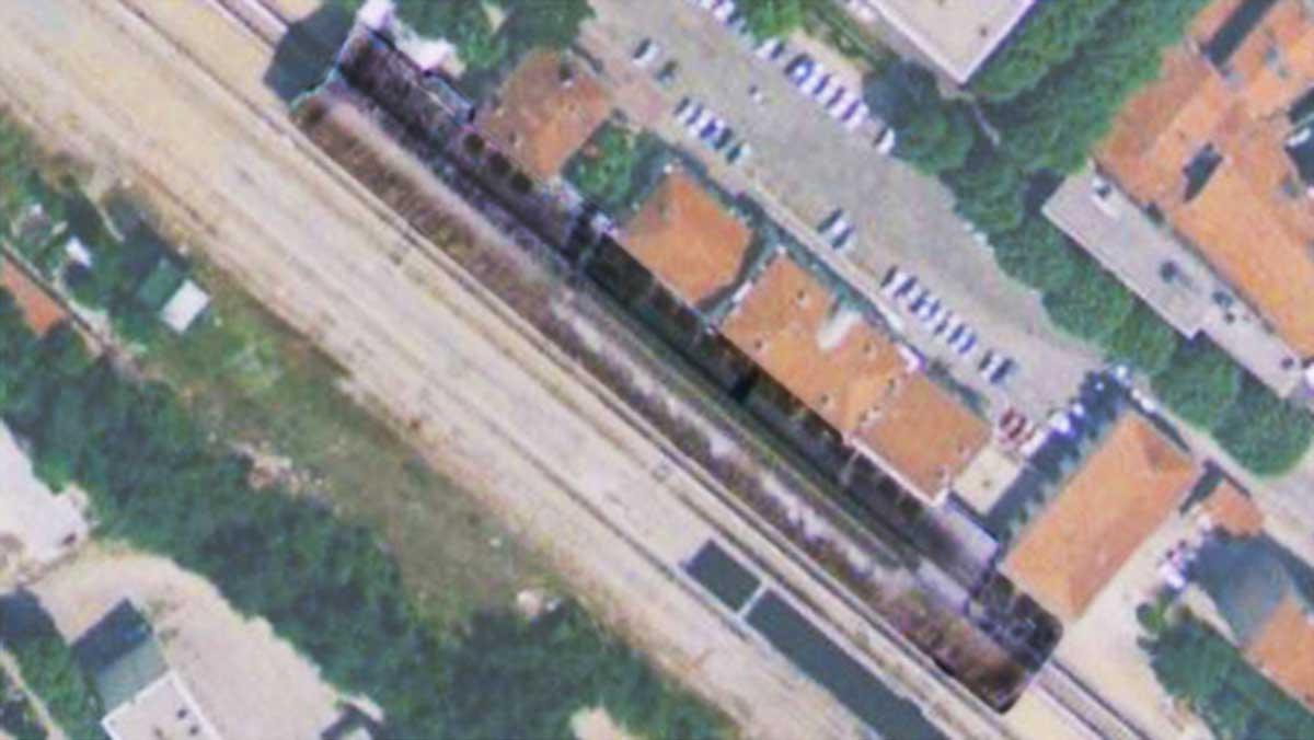 La gare de 1877 en bas de l'avenue Victor Hugo possédait elle aussi un quai couvert - Photo : © IGN / Geoportail - 1970