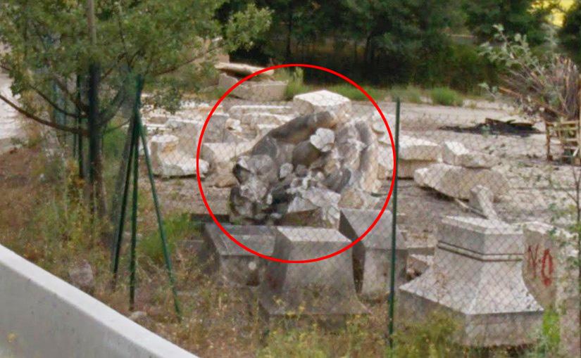 Une partie du monument entreposé au nord d'Aix - Photo : Google Street-View