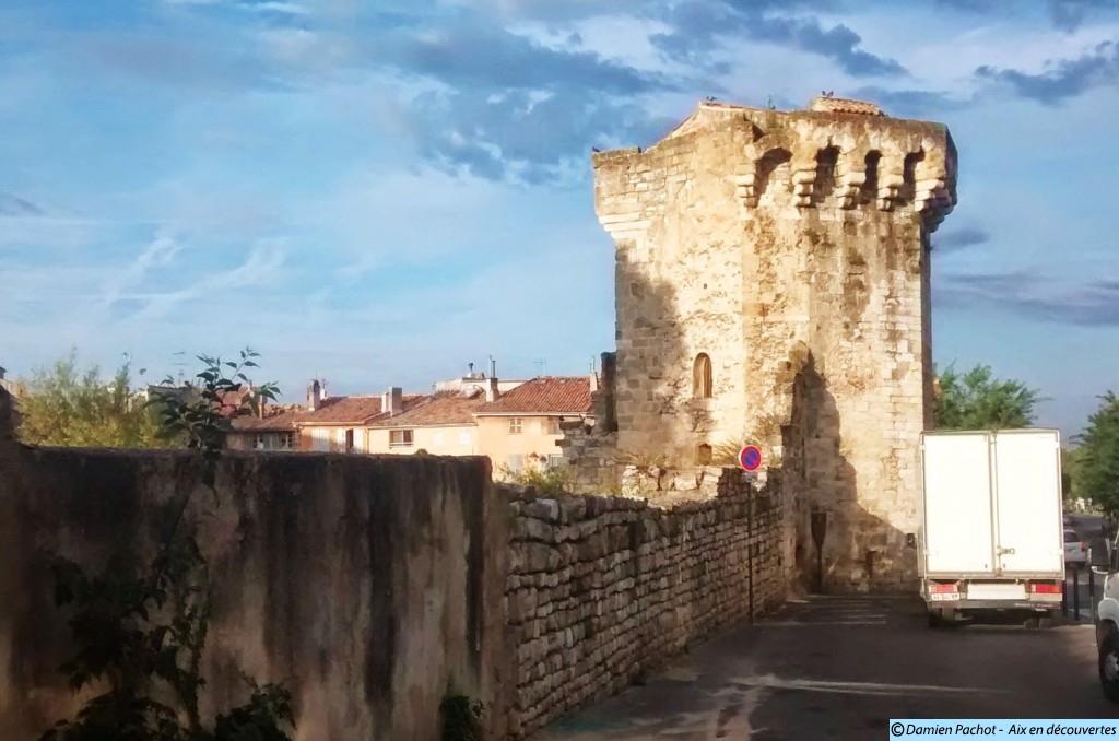La Tourreluque, près des Thermes datant du XIVe siècle, occupait la fonction de poudrière pendant la révolution.
