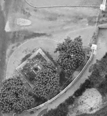 Le second emplacement de la Croix de la mission, près du portail de Montperrin vers 1964. Photo : © IGN-GEOPORTAIL/1964