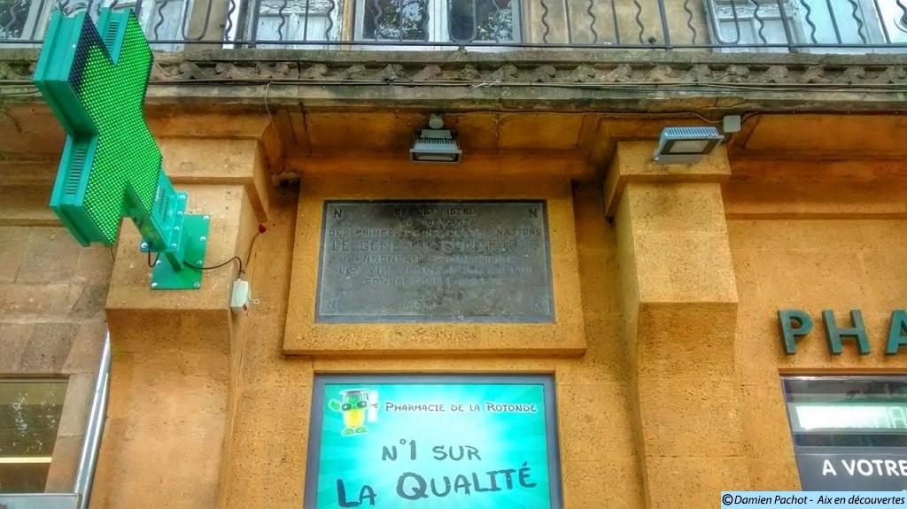 L'inscription sur la façade de l'Hôtel, en souvenir du passage de Napoléon Bonaparte.