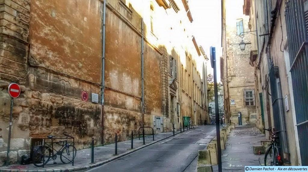 La partie superieure de l'actuelle rue du Bon-Pasteur, anciennement rue du Puits-Chaud