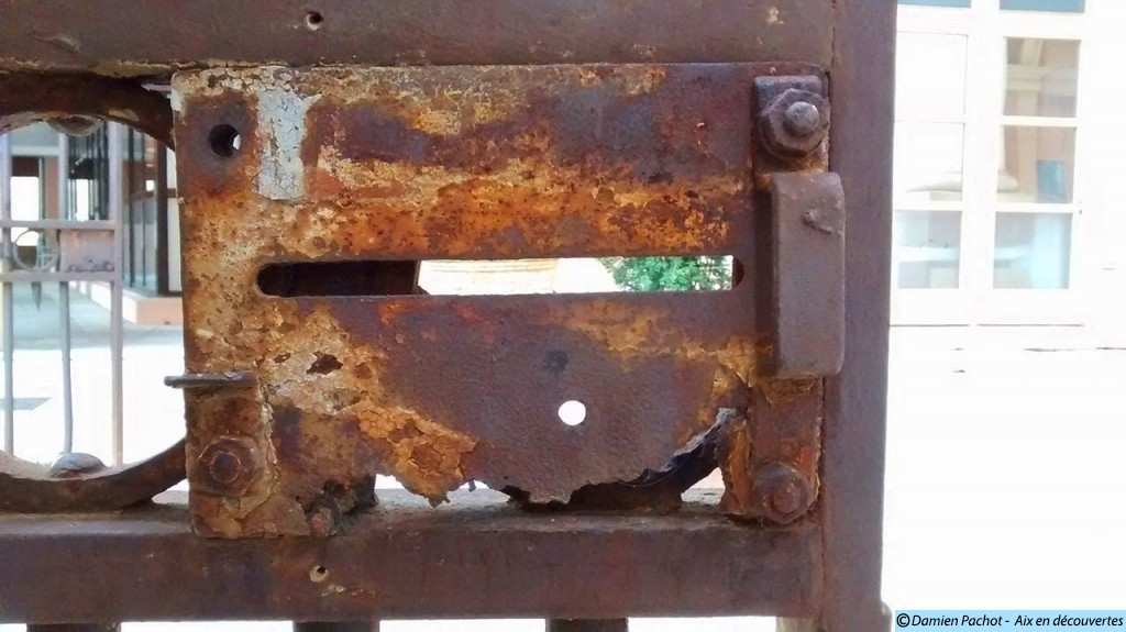 La serrure du portail de l'ancienne Caserne Forbin