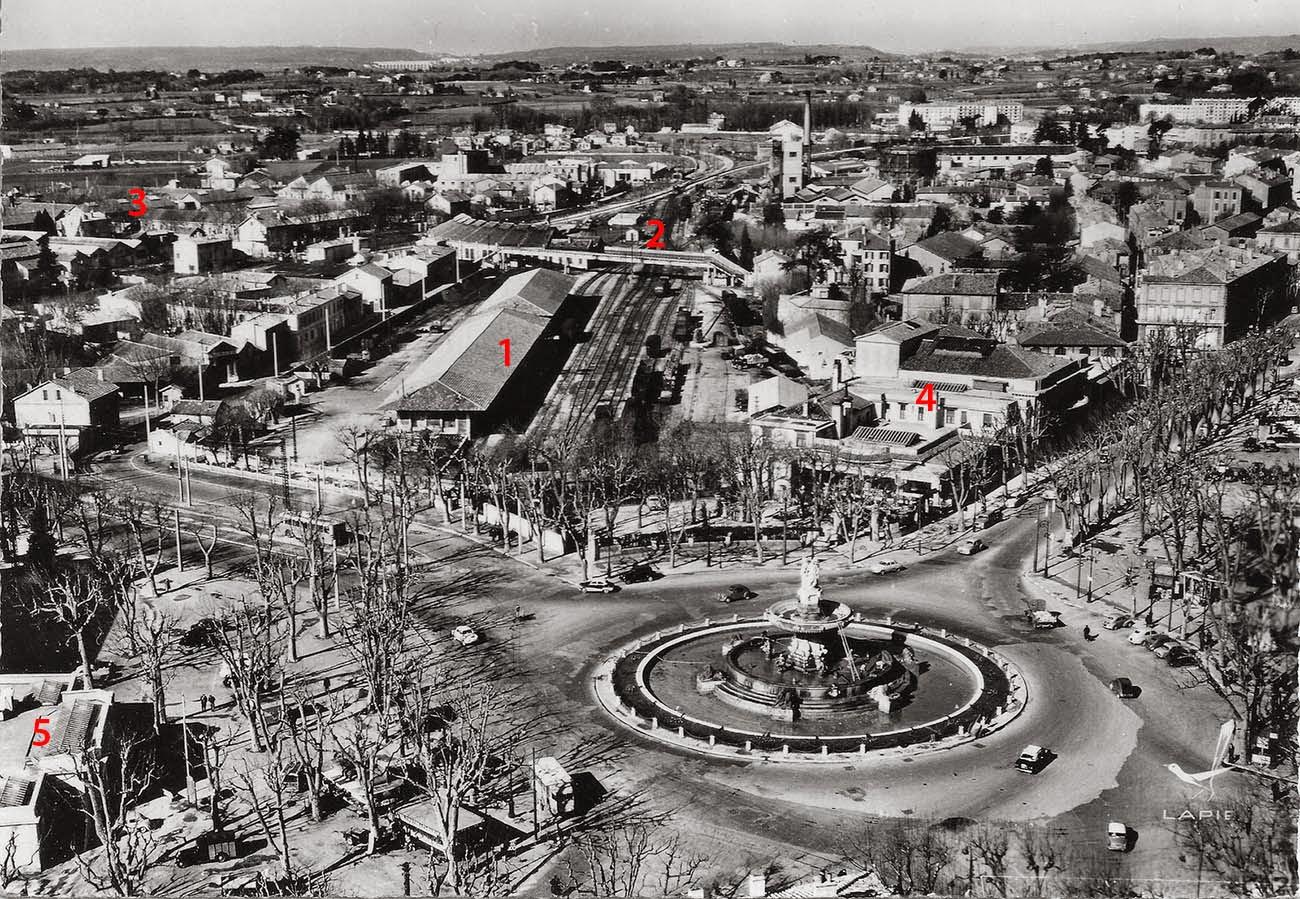Le quartier vers 1950-1960, avant la construction de l'Hotel des Postes. Photo: lien en bas d'article (dans les sources)