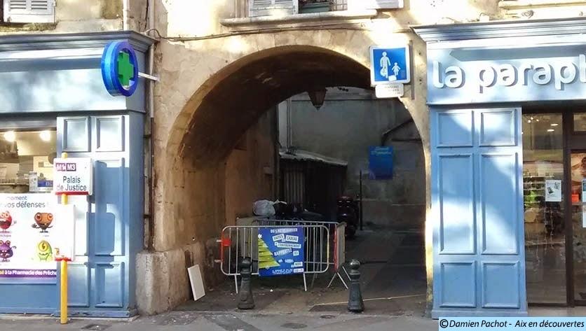 Le passage du Portalet, une ouverture dans ce qu'était le rempart de la ville au XIIIe siècle