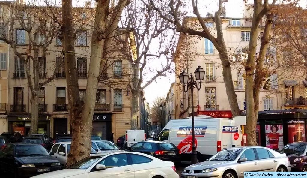 En face, la rue Manuel L'échafaud de la place des Prêcheurs détruit en 1775 se trouvait dans l'alignement de cette rue