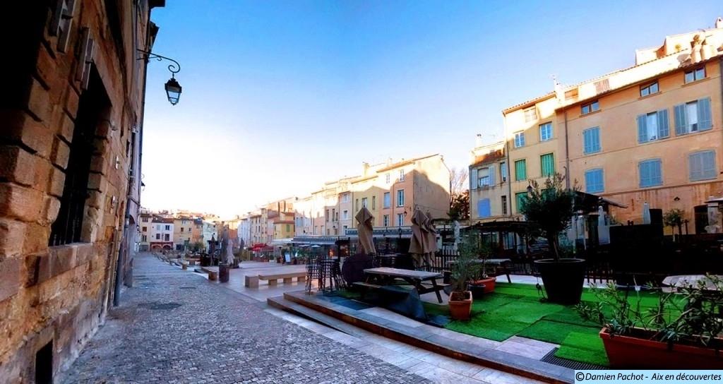 La place des Cardeurs et ses terrasses en 2015 Photo: © Aix en découvertes