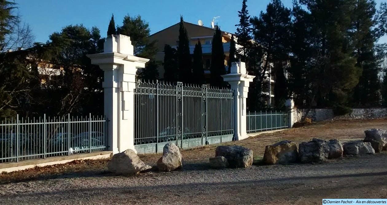 Le portail de l'ancien hippodrome de Parade