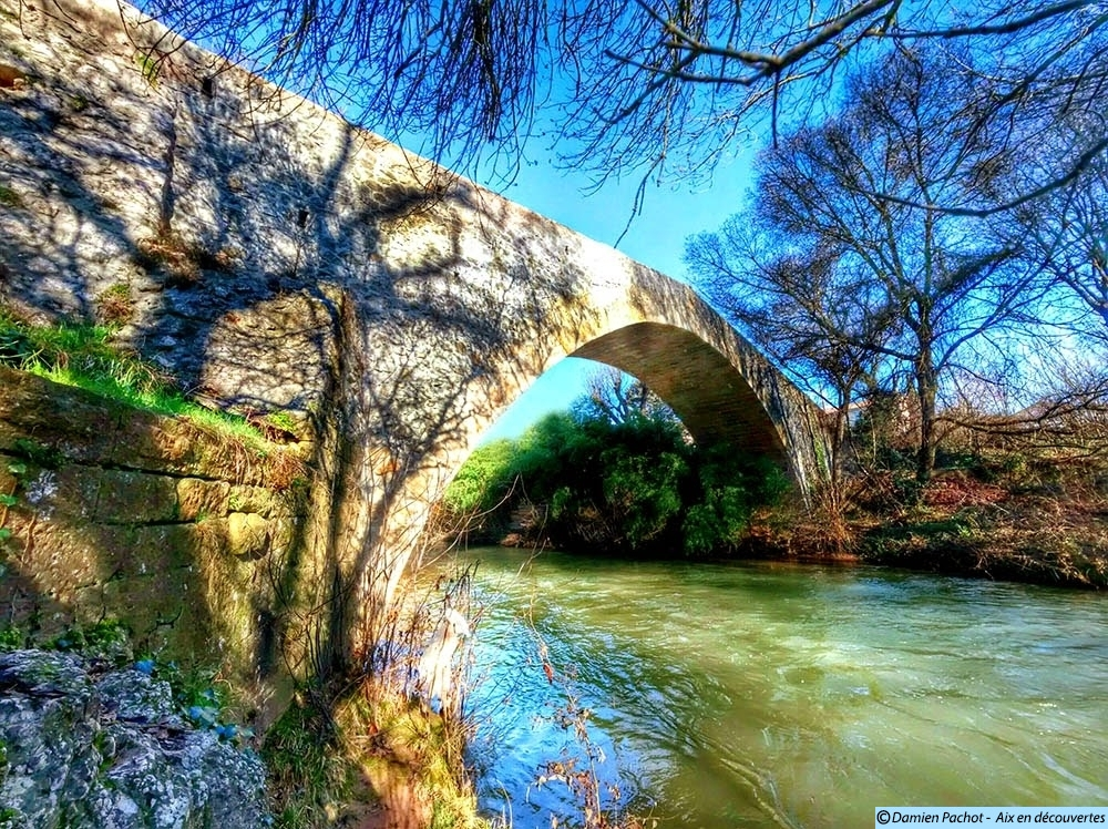 Le Pont des Trois-Sautets vu de la berge sud-est