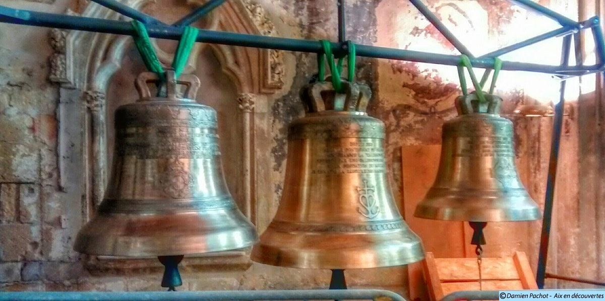 Les trois cloches de retour depuis 2013, exposées pour l'instant dans l'église