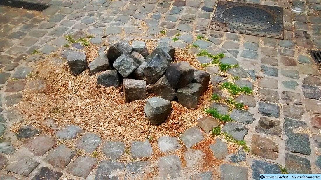 L'ancien emplacement du marronnier qui se trouvait sur le parvis de l'église Photo: © Aix en découvertes