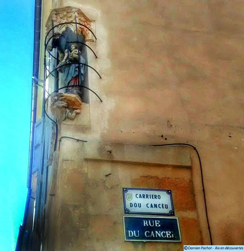 Les panneaux en français et provençal de la rue du Cancel
