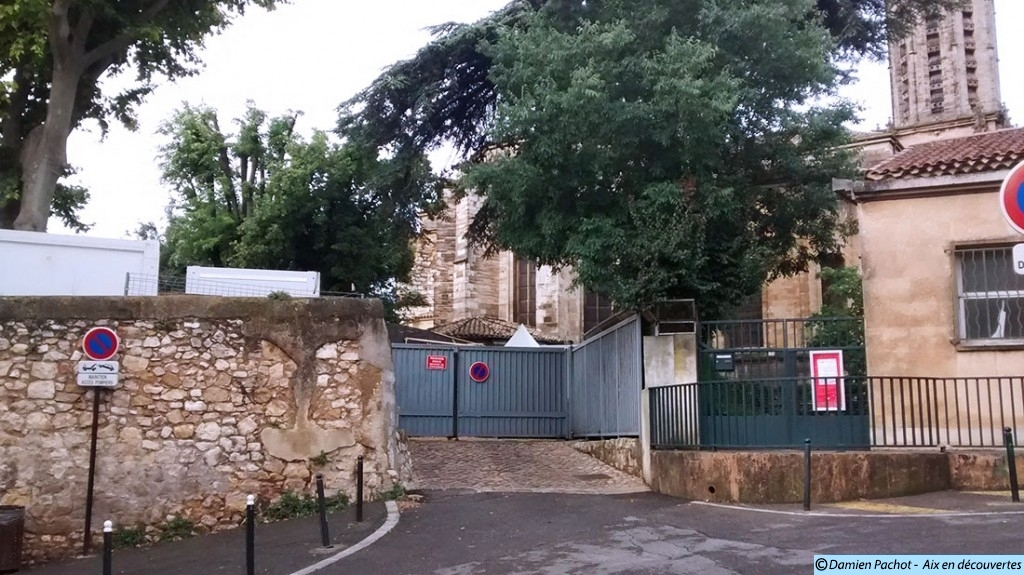 L'entrée du jardin Campra où fut installé le portail vers 1950 Aujourd'hui il n'y est plus - Photo: © Aix en découvertes