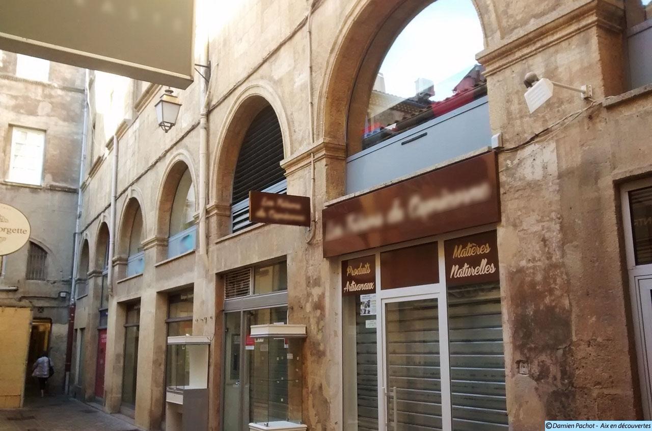D'anciennes arcades du couvent des Carmes sont encore visibles