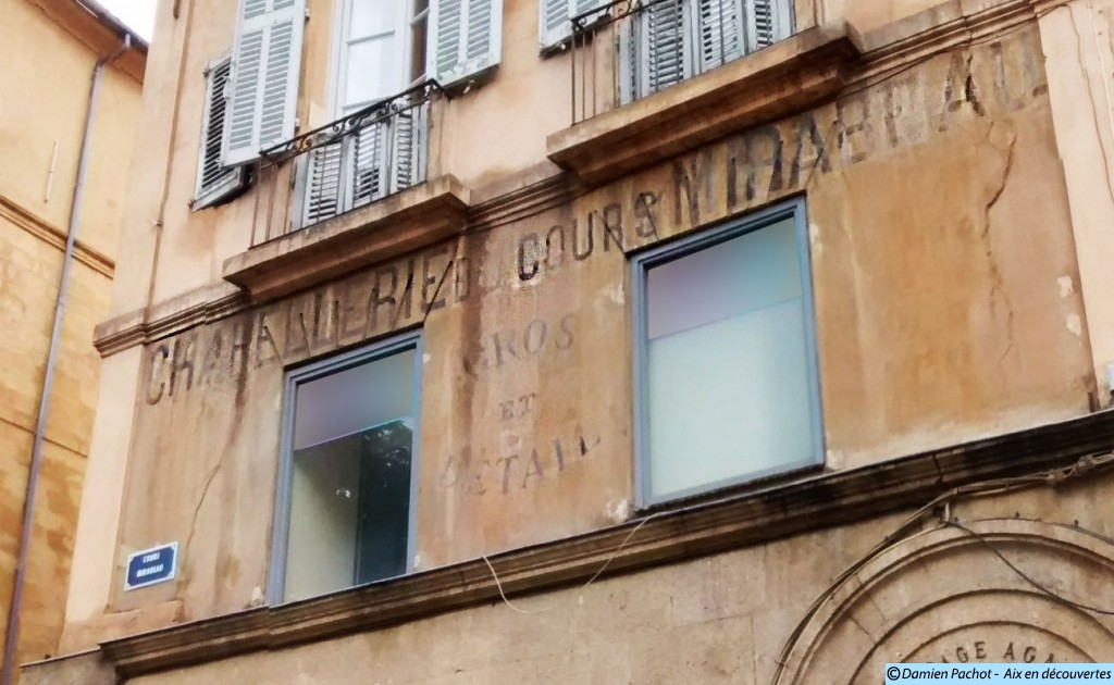 L'ancienne chapellerie Cézanne à l'entrée du Passage Agard