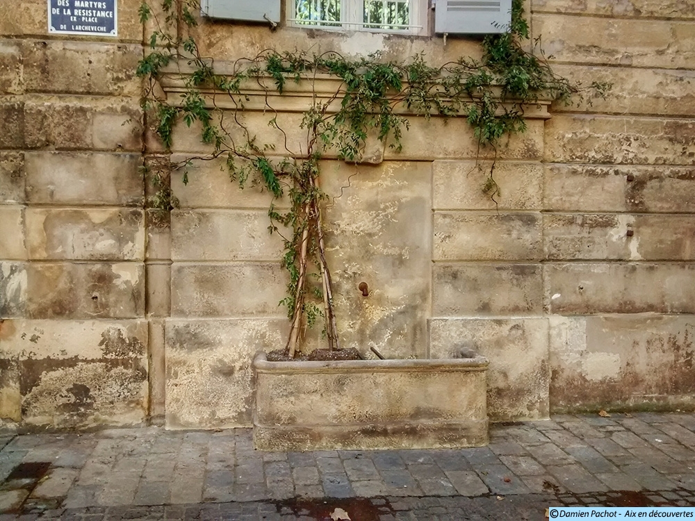 Une fontaine près du déboucher de la rue Adanson - Photo: © Aix en découvertes