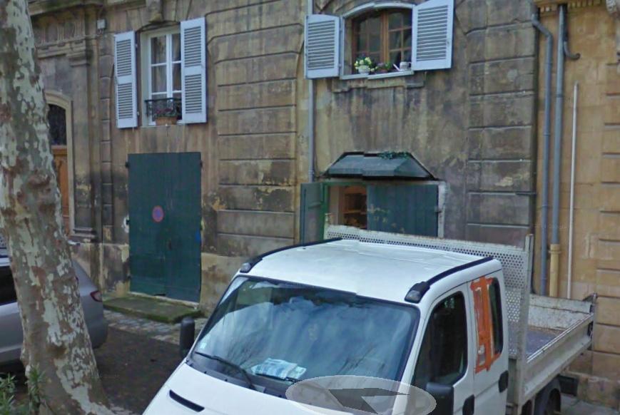 Le rez-de-chaussée du N° 26 sans les décors - Photo: Google Maps