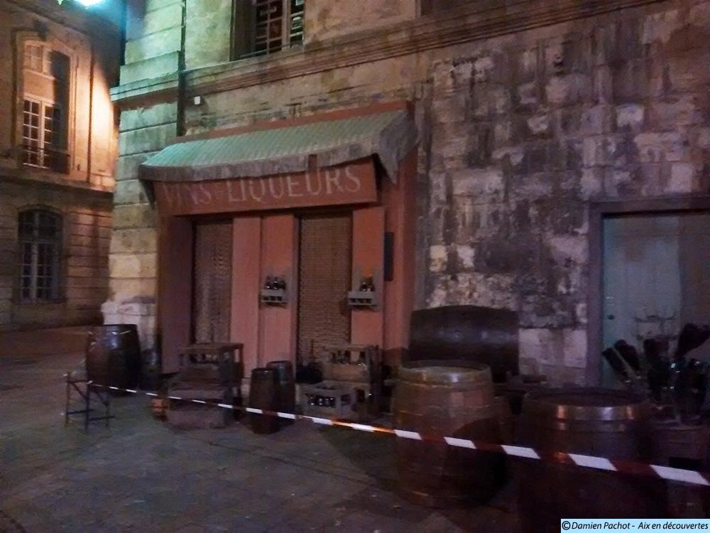 Le décor des Vins & Liqueurs et ses accessoires - Photo: © Aix en découvertes