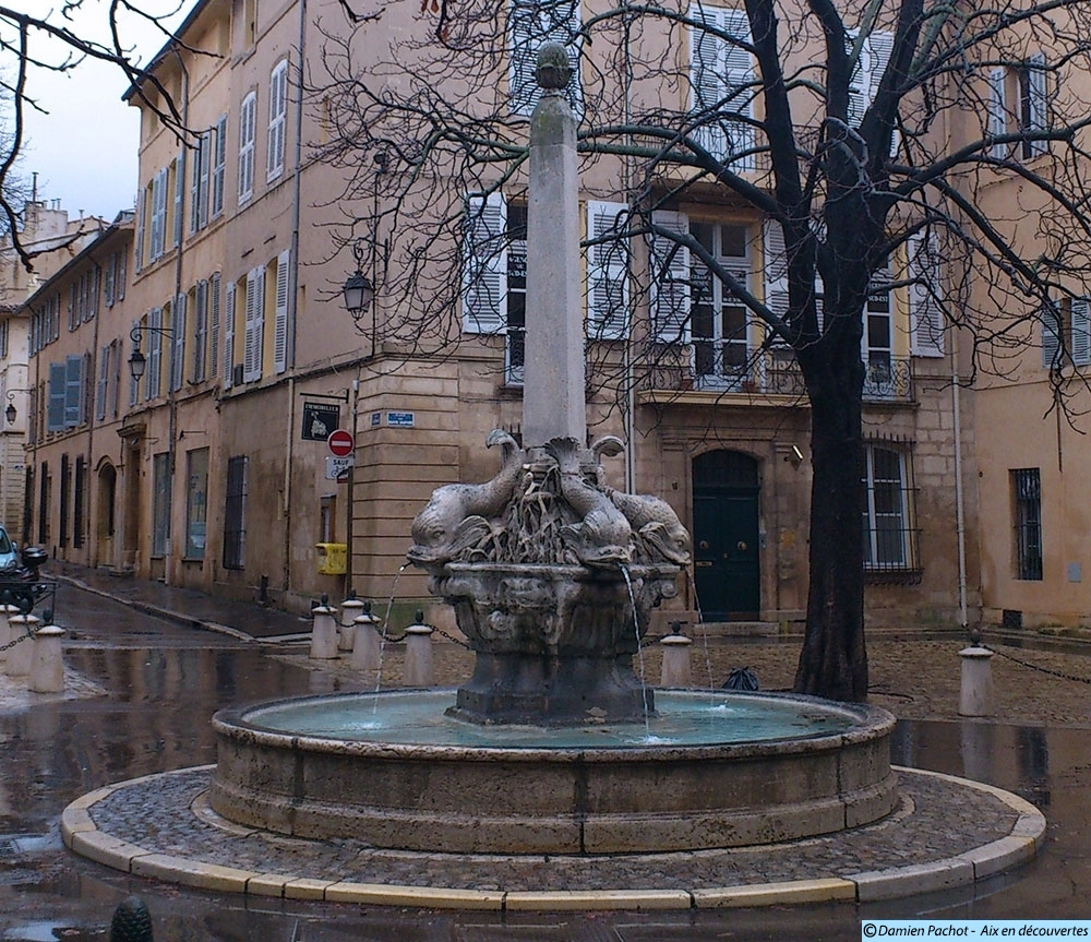 La fontaine des Quatre Dauphins en 2013
