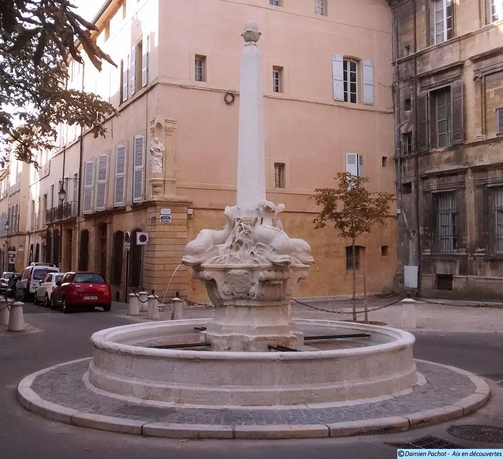 La fontaine des Quatre Dauphins désormais rénovée en octobre 2015