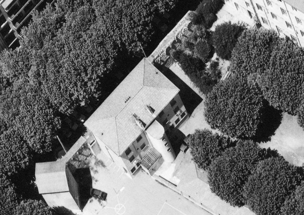 Les derniers vestiges des remparts du XVIIe siècle le long de l'av. Malherbe détruits vers 1990 Photo : © IGN GEOPORTAIL/1986