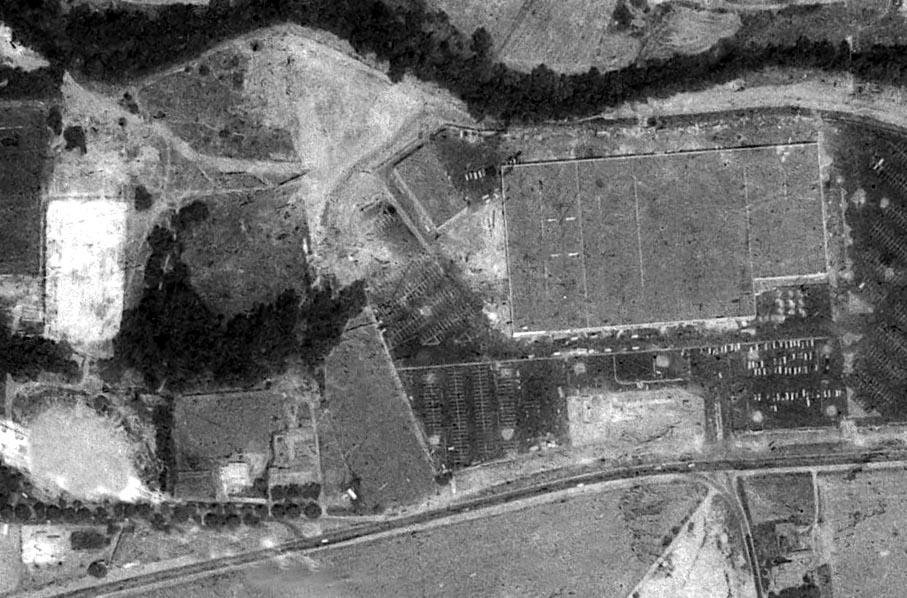 La grande surface Esacale (futur Carrefour) l'année de son ouverture en 1971 à remplacé les vestiges de l'usine - Photo : Photo : © IGN GEOPORTAIL 1971