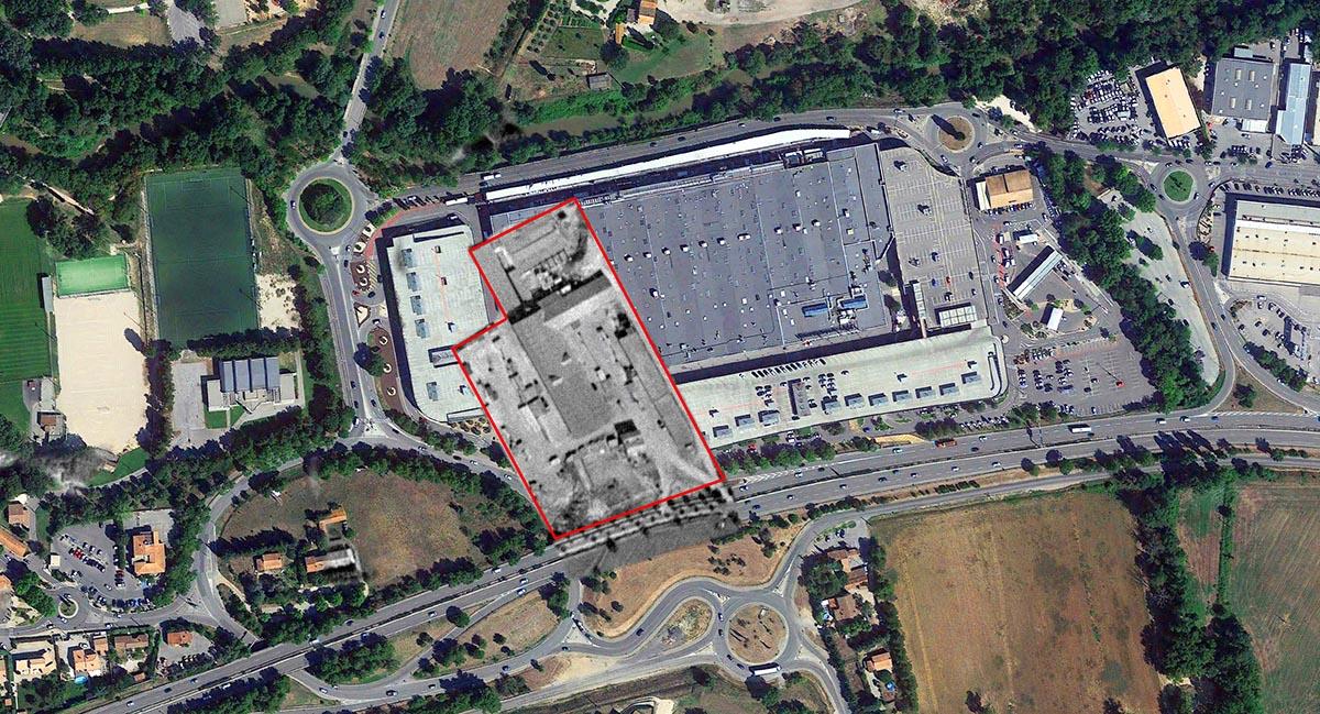 L'emplacement exact de la petite usine superposée au bâti actuel - Photos : © IGN GEOPORTAIL 1933 et © Google Earth