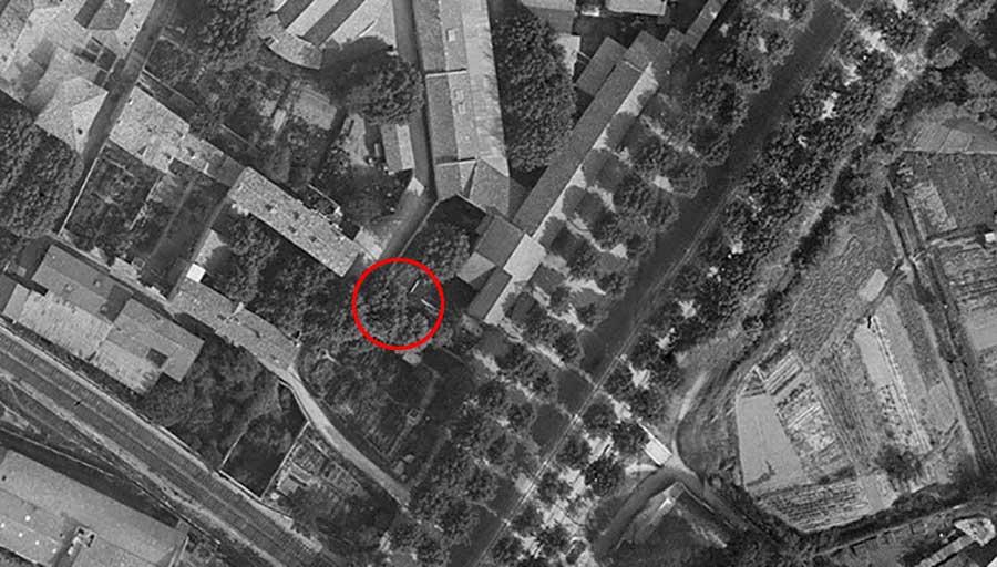 Les lieux en 1930 - Le cercle rouge marque l'emplacement (futur ?) de la maison - Photo : IGN / Geoportail - 1930
