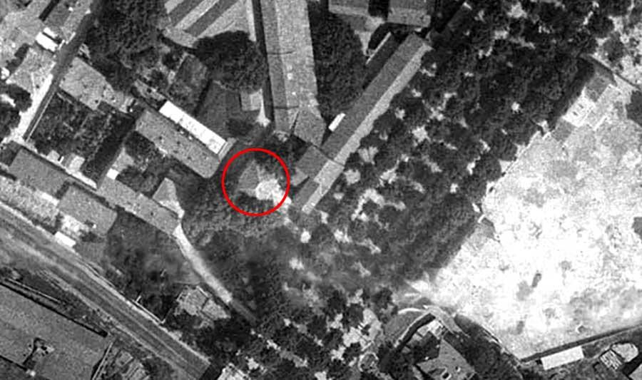 Les lieux en 1934 - La maison (cerclée de rouge) y est parfaitement visible - Photo : IGN / Geoportail - 1934