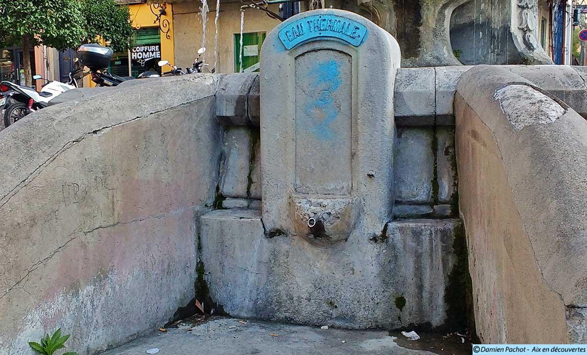 La borne d'eau thermale près de la fontaine Pascal