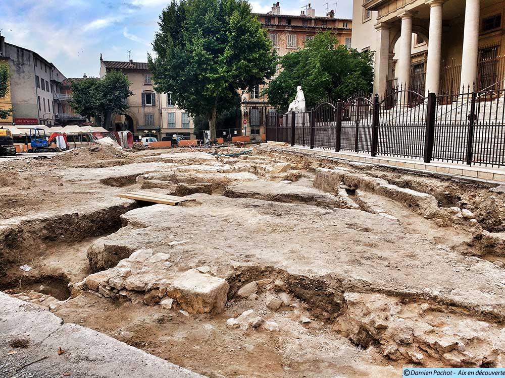 L'étendue des fouilles sur la place