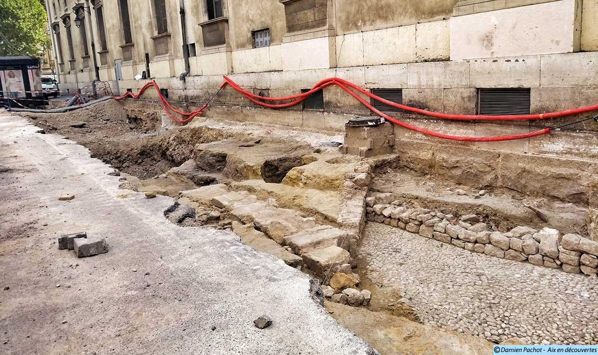 Les fouilles le long de la rue - (Photo prise le 17/8/17)