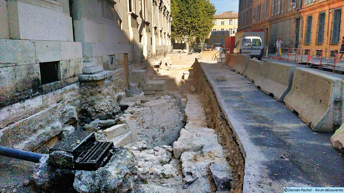 Les fouilles vues depuis l'extrémité ouest de la rue Monclar