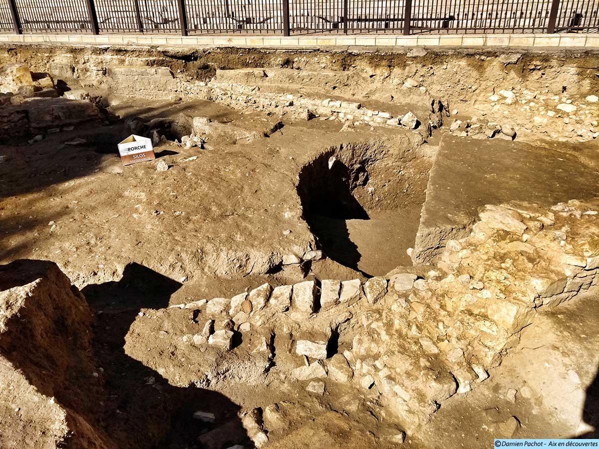L'emplacement d'anciens silos médiévaux