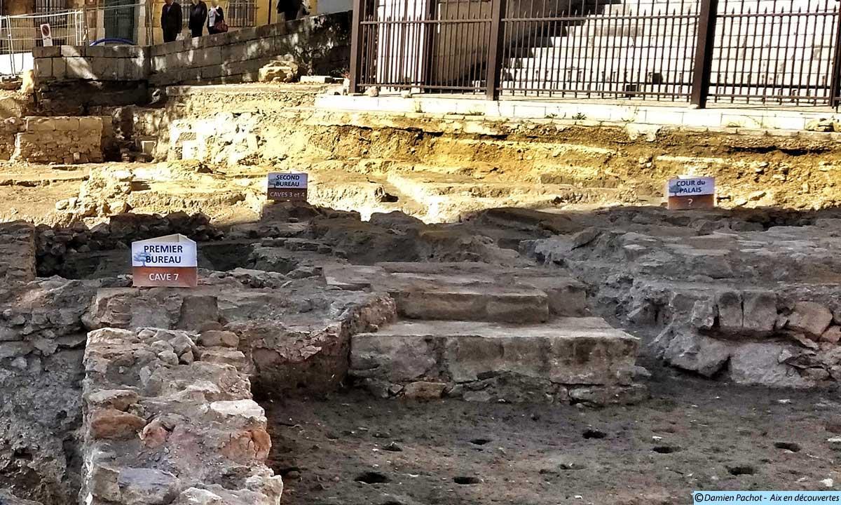 Les emplacements des premier et second bureaux ainsi que de l'ancienne cour du palais (caves en sous-sol) -(Photo prise le 16 septembre 2017)