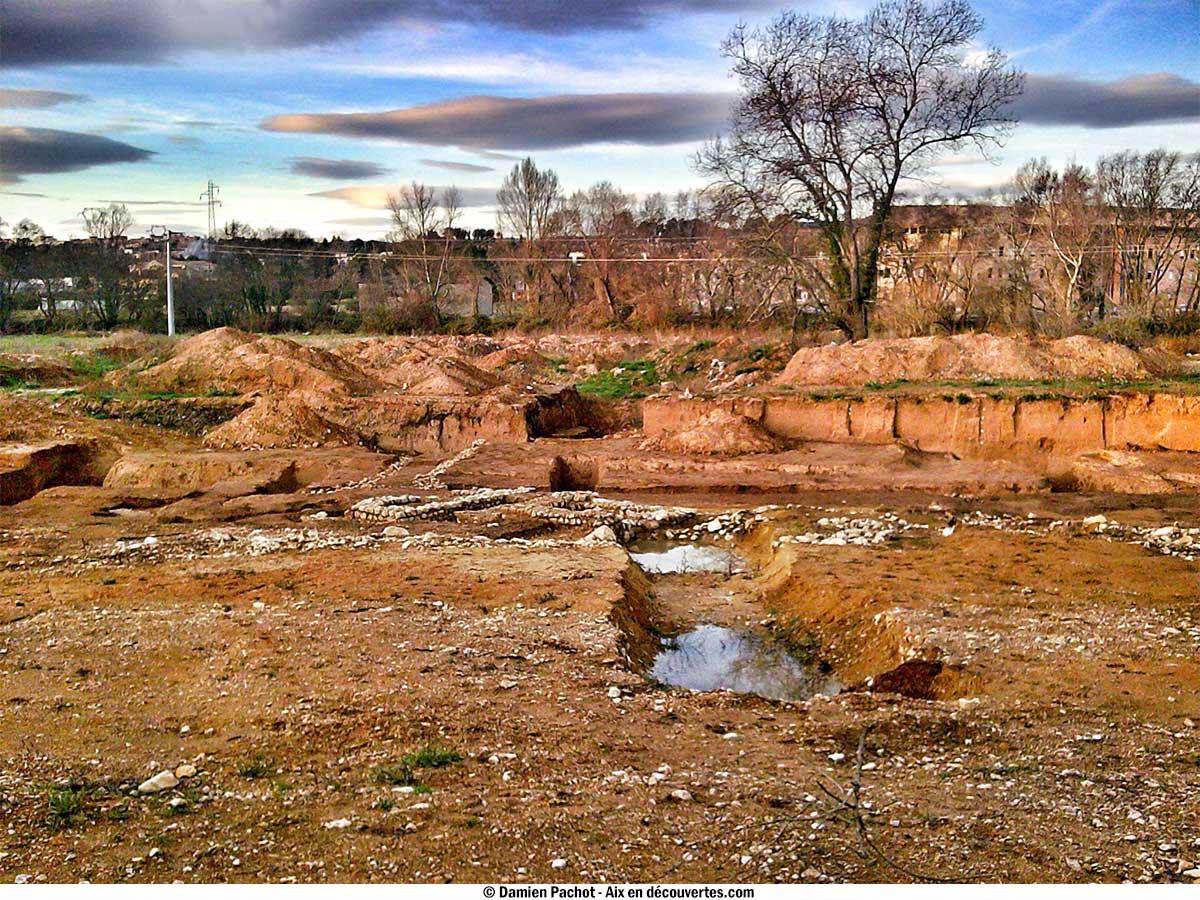 Le terrain après les fouilles, avant les travaux - vue orientée vers le nord