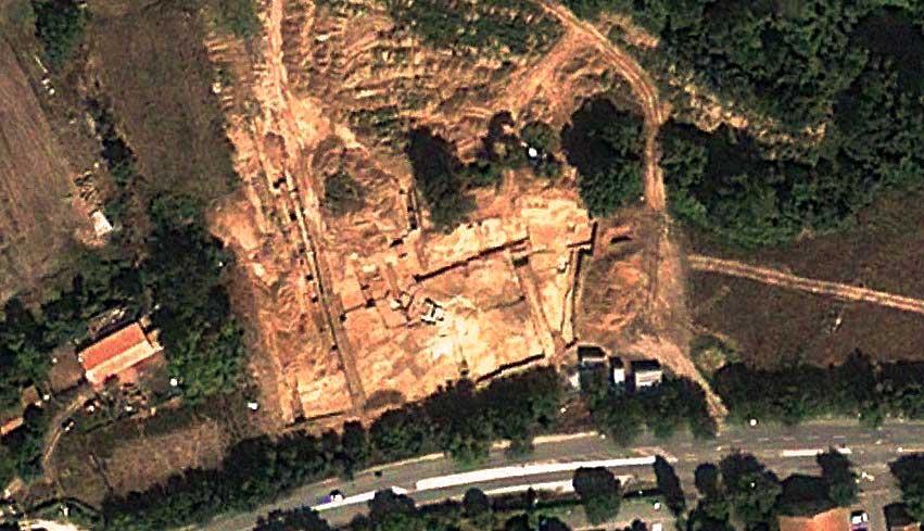 Les fouilles du domaine de la Grassie à l'été 2010 - Photo : © Google Earth