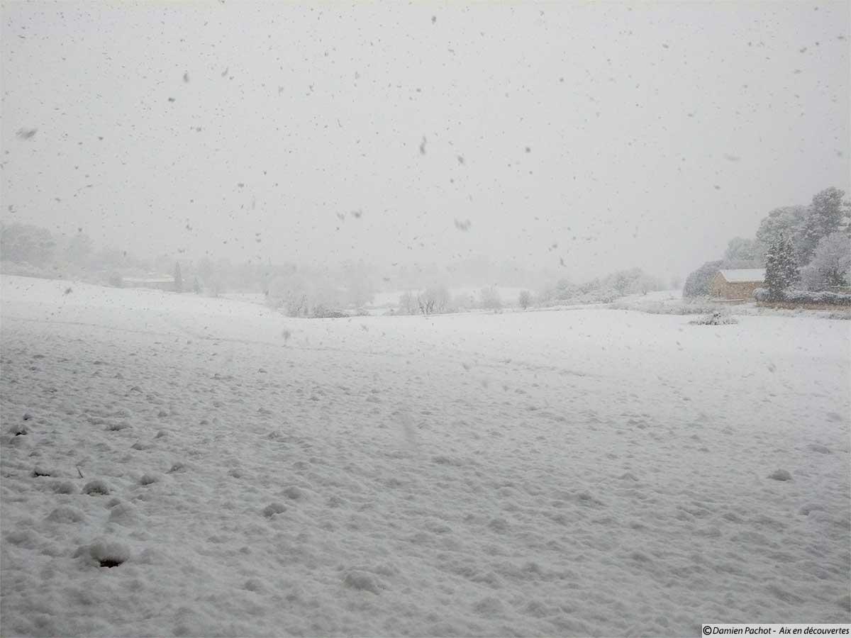 De la neige...partout.