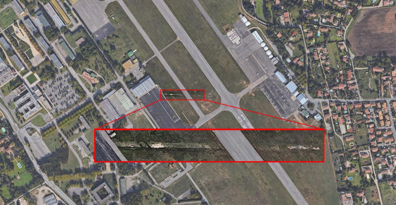 La trace sur le terrain de l'aérodrome des Milles vue du ciel - Photo : © Google Earth