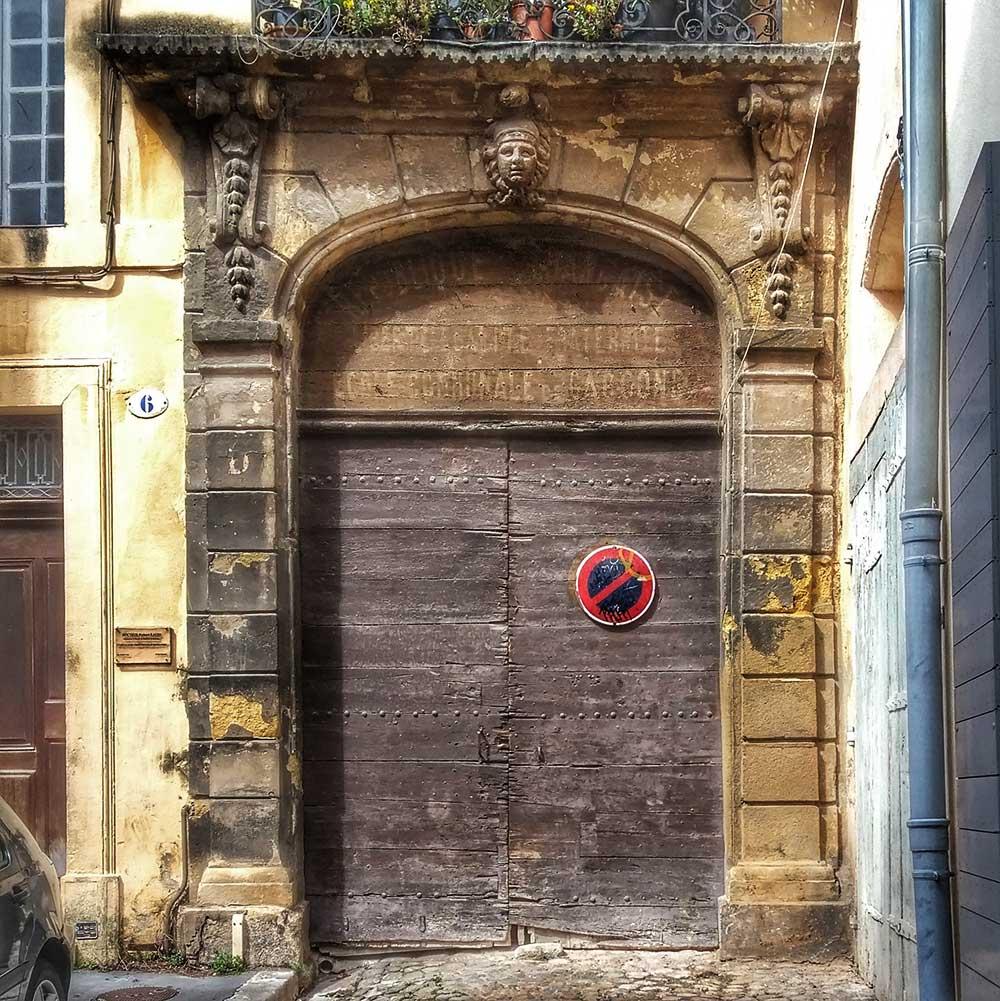 La façade du n°6 de la rue Littera
