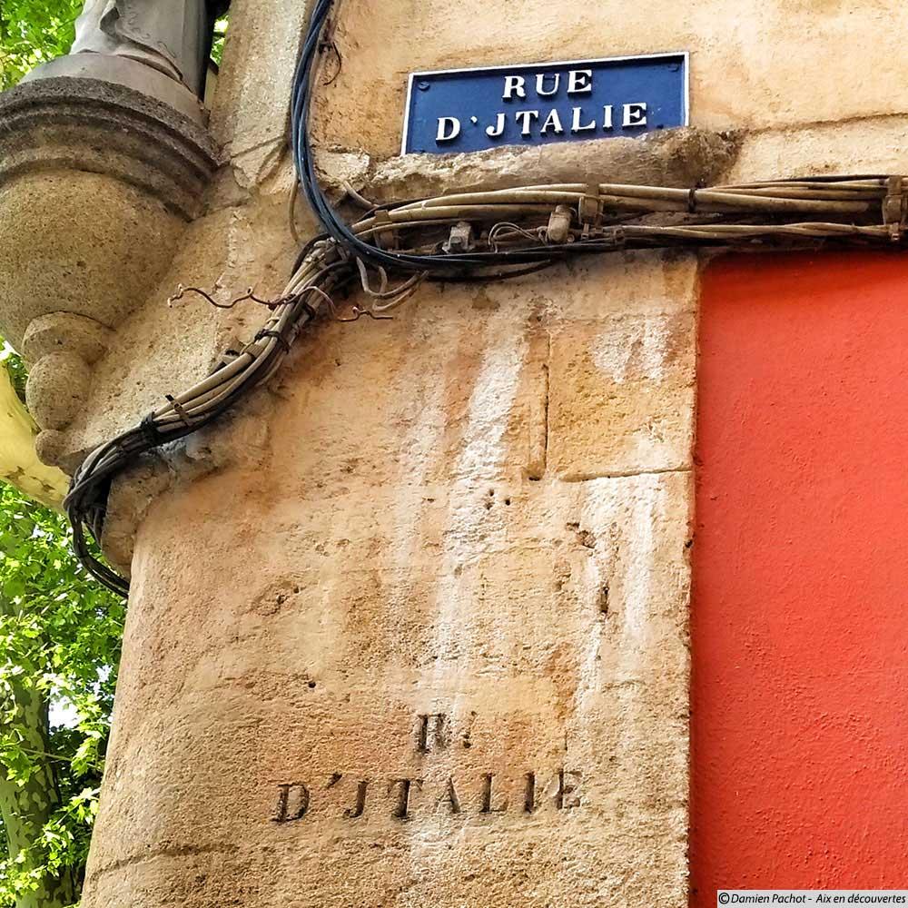 La fameuse rue d'Jtalie ! On voit que le J gravé dans la pierre de taille a été repris sur le panneau actuel