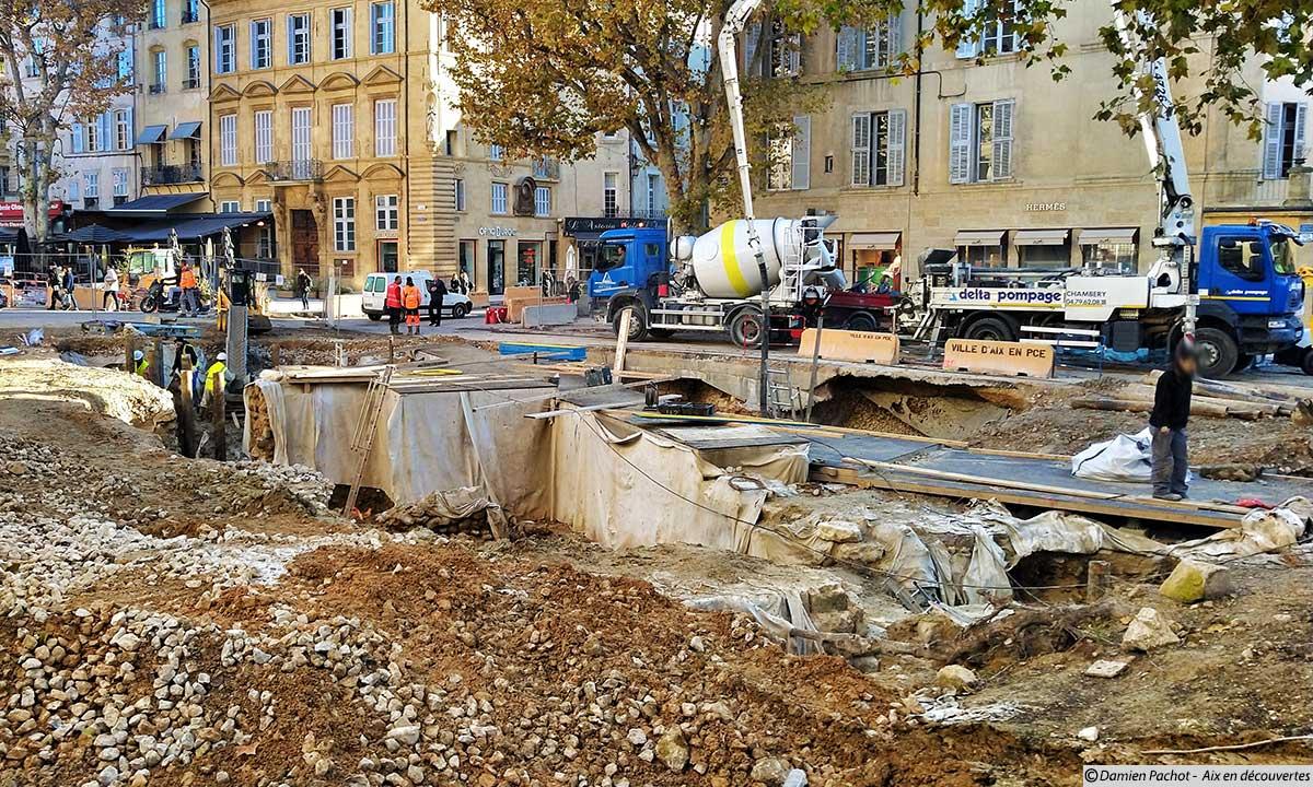 Les vestiges conservés sur la place Verdun en cours de recouvrement - Photo prise le 6 décembre 2018
